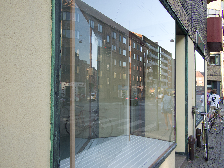 Mountain/Mirror-Window. Installation view.